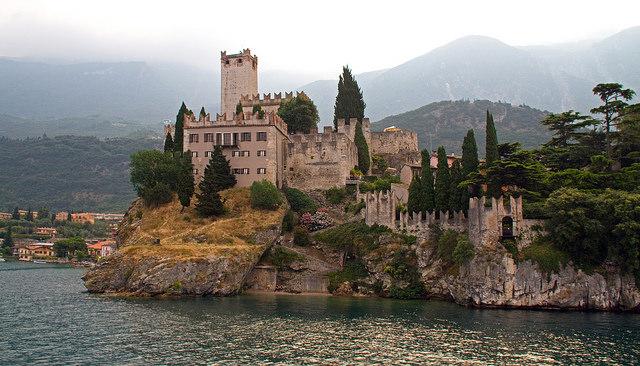 Замок в Мальчезине