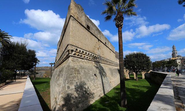 Крепостные стены в Бари