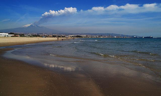Песчаные пляжи близ Катании