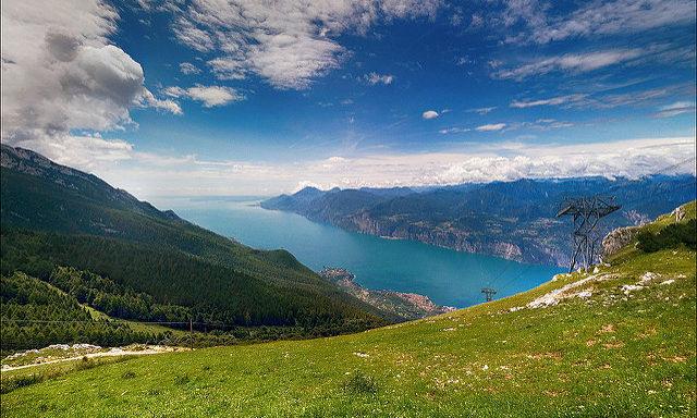 Вид с горы Монте Бальдо