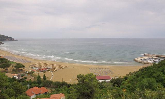 Вид на пляж Сперлонги