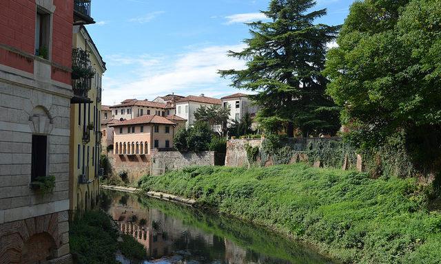Берег реки, Виченца