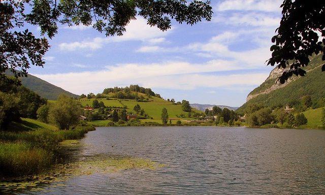 озеро в окрестностях Ля-Туиль