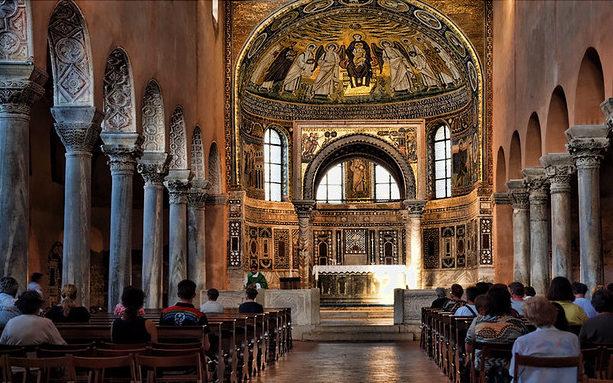 Внутреннее убранство базилики в Порече