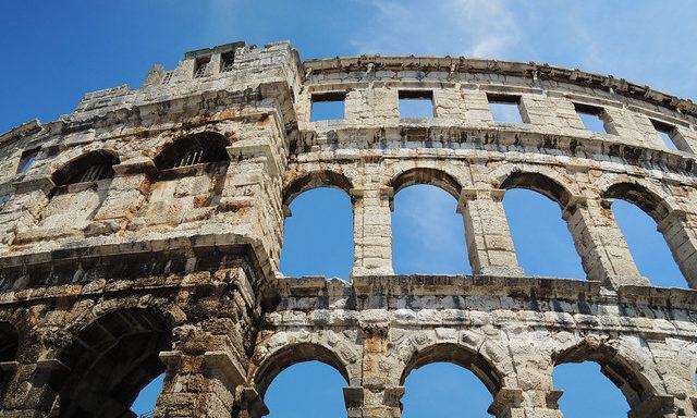 Древний амфитеатр в Пуле