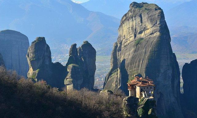 Монастырский комплекс в Метеорах на закате