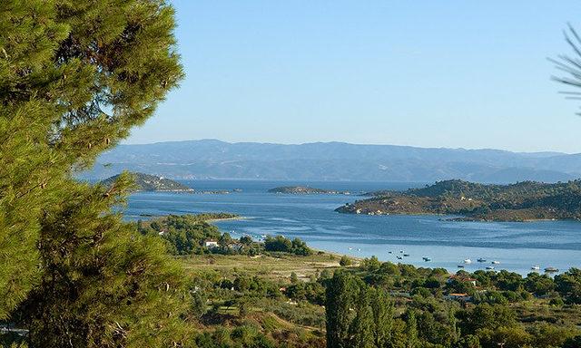 Вид на залив на Халкидиках